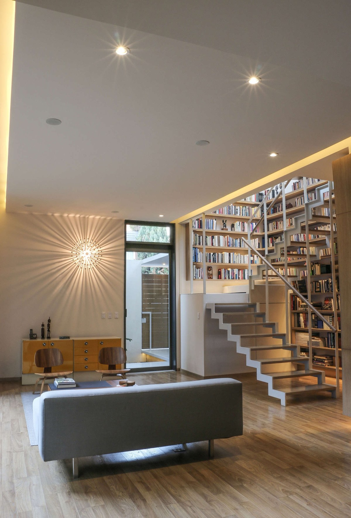 A Book Lover S Dream House With Great Nature Views