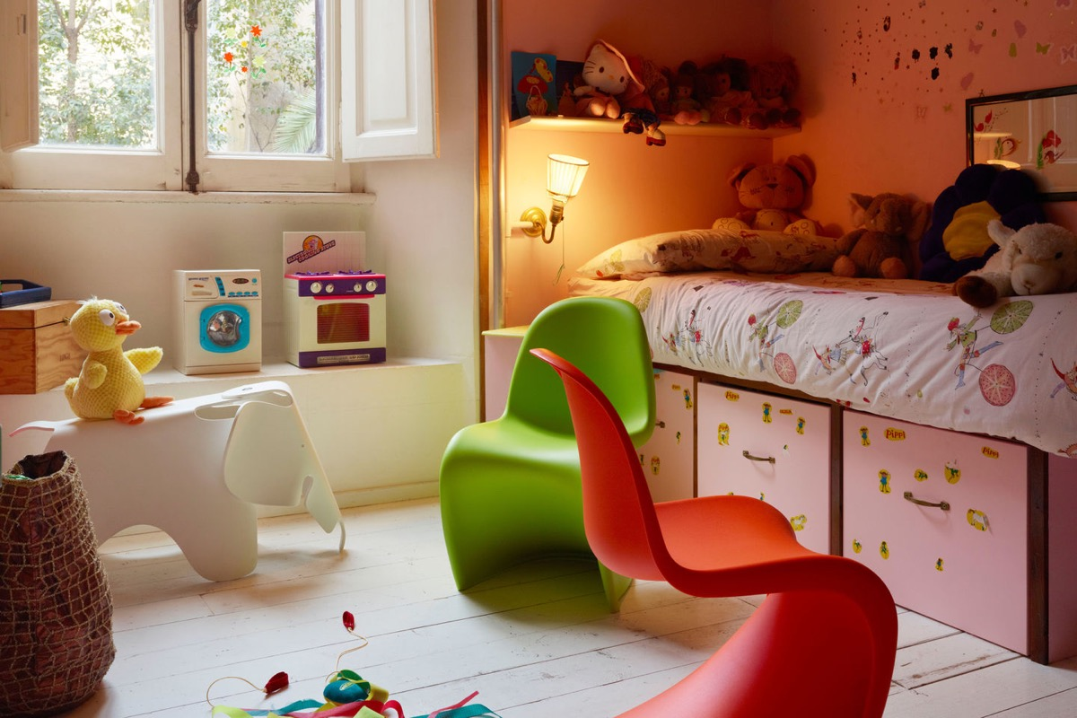 Image of: 32 Kids Chairs And Stools To Seat Them With Style
