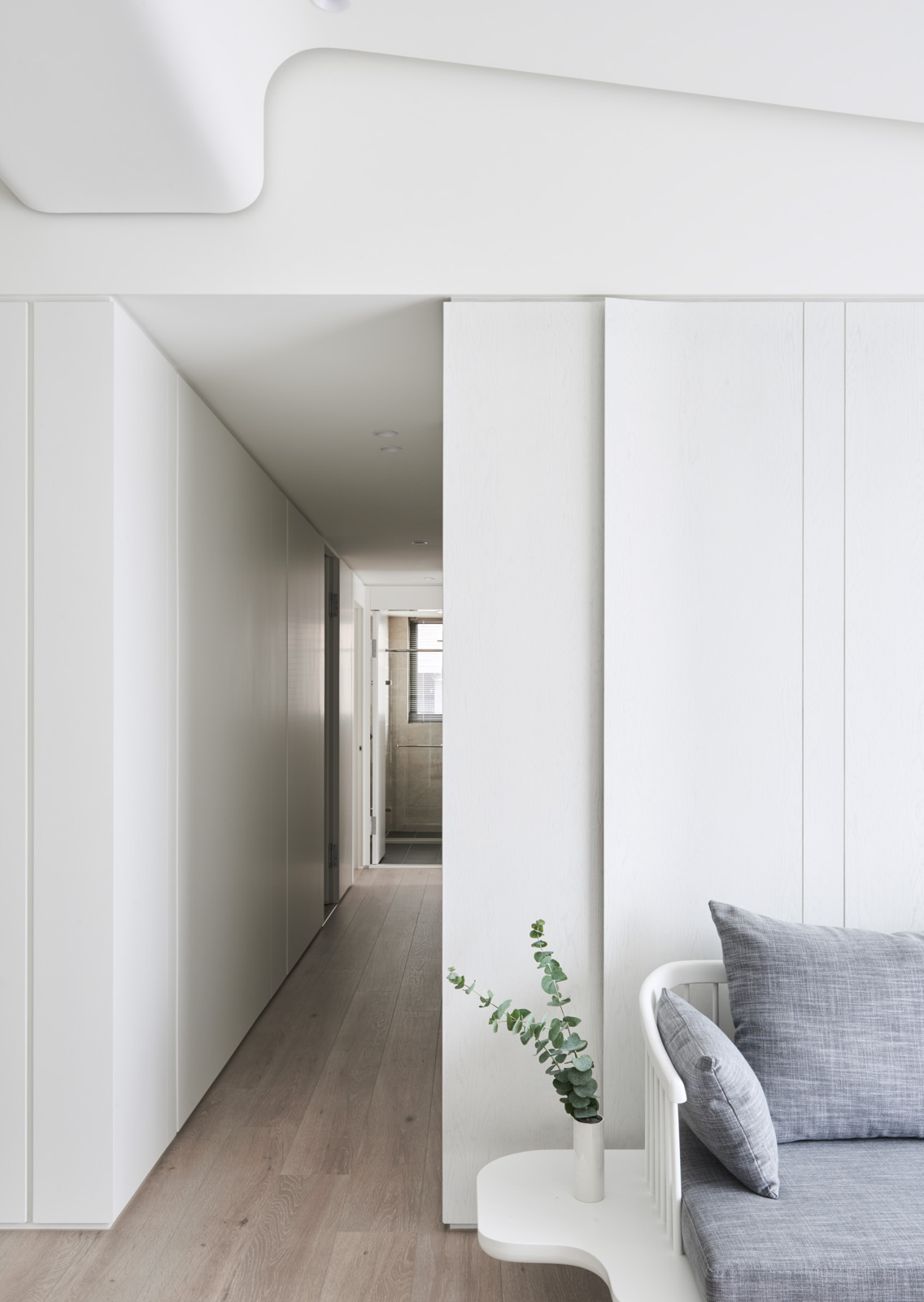 HOME DESIGNING: Two Modern, Minimalist Homes That Indulge In Lots Of White