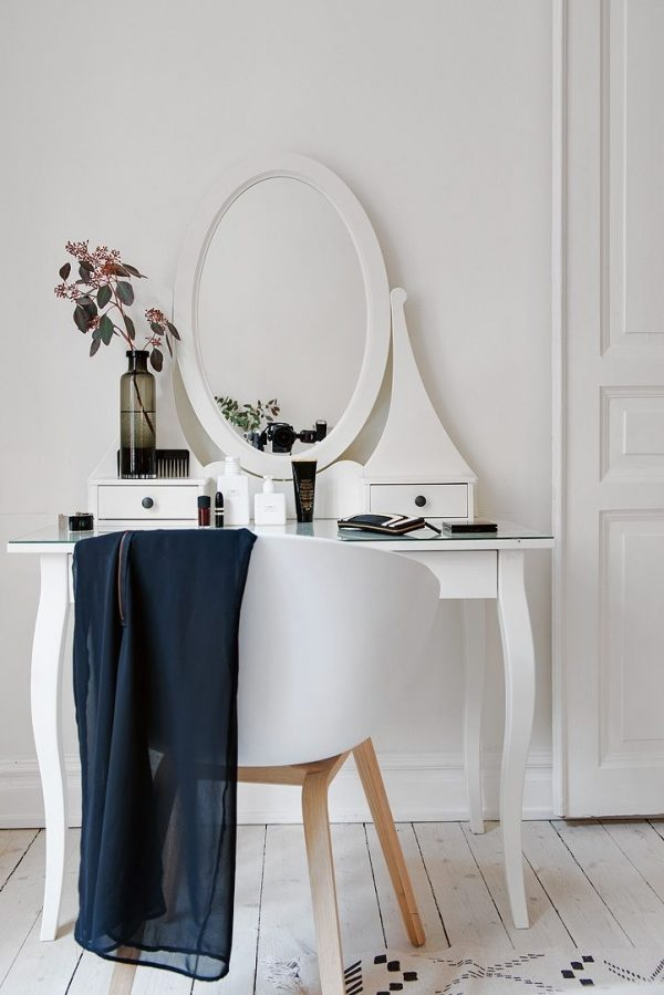 50 Beautiful Vanity Chairs Amp Stools To Add Elegance To