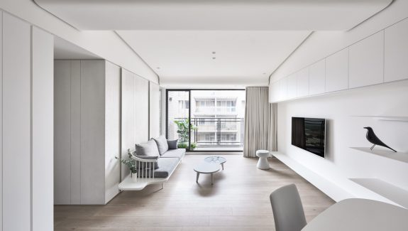 Two modern minimalist homes that indulge in lots of white