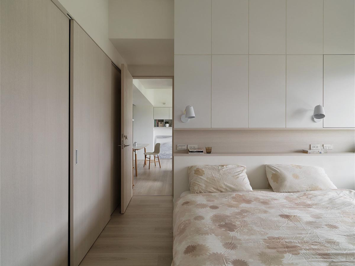 HOME DESIGNING: Completely White Apartment With Dominant ...