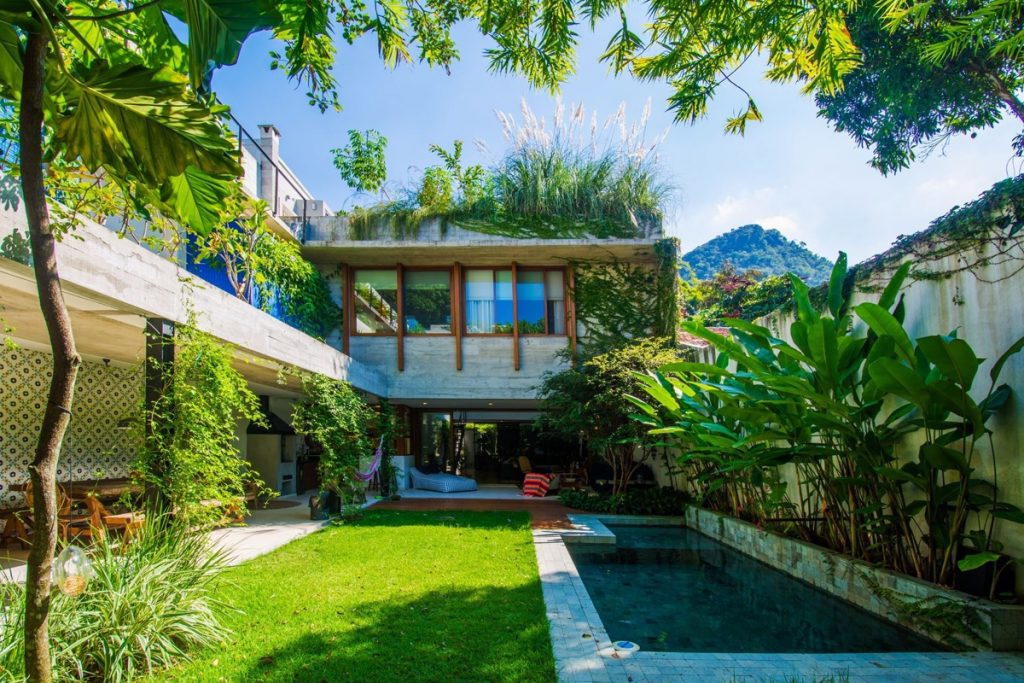 A rio de janeiro residence with lush jungle vibes