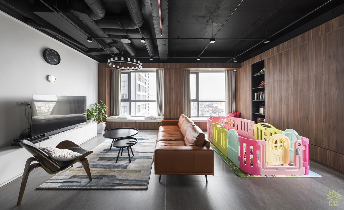 Right Off The Bat We Can See That This Living Room Has Been Designed With Child Play E In Mind Not Only Is There A Playpen Present