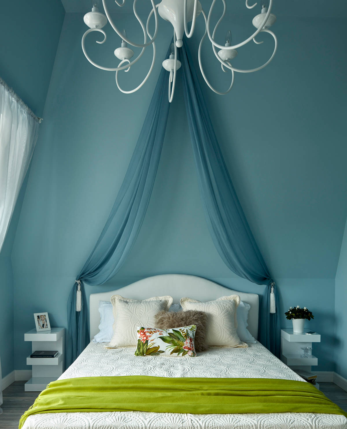 12 Buoyant Blue Bedrooms That Add Tranquility and Calm to Your