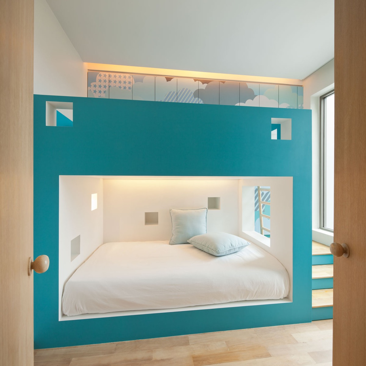 turquoise blue walls bedroom