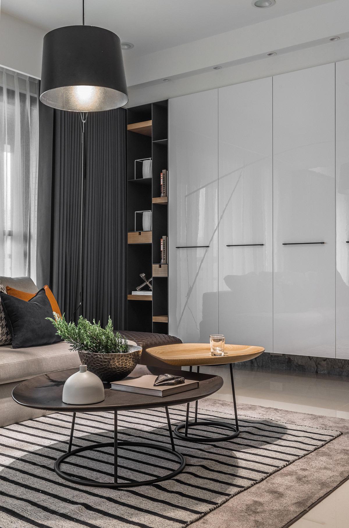 Các ý tưởng về thiết kế nội thất - Black and wood nesting coffee tables