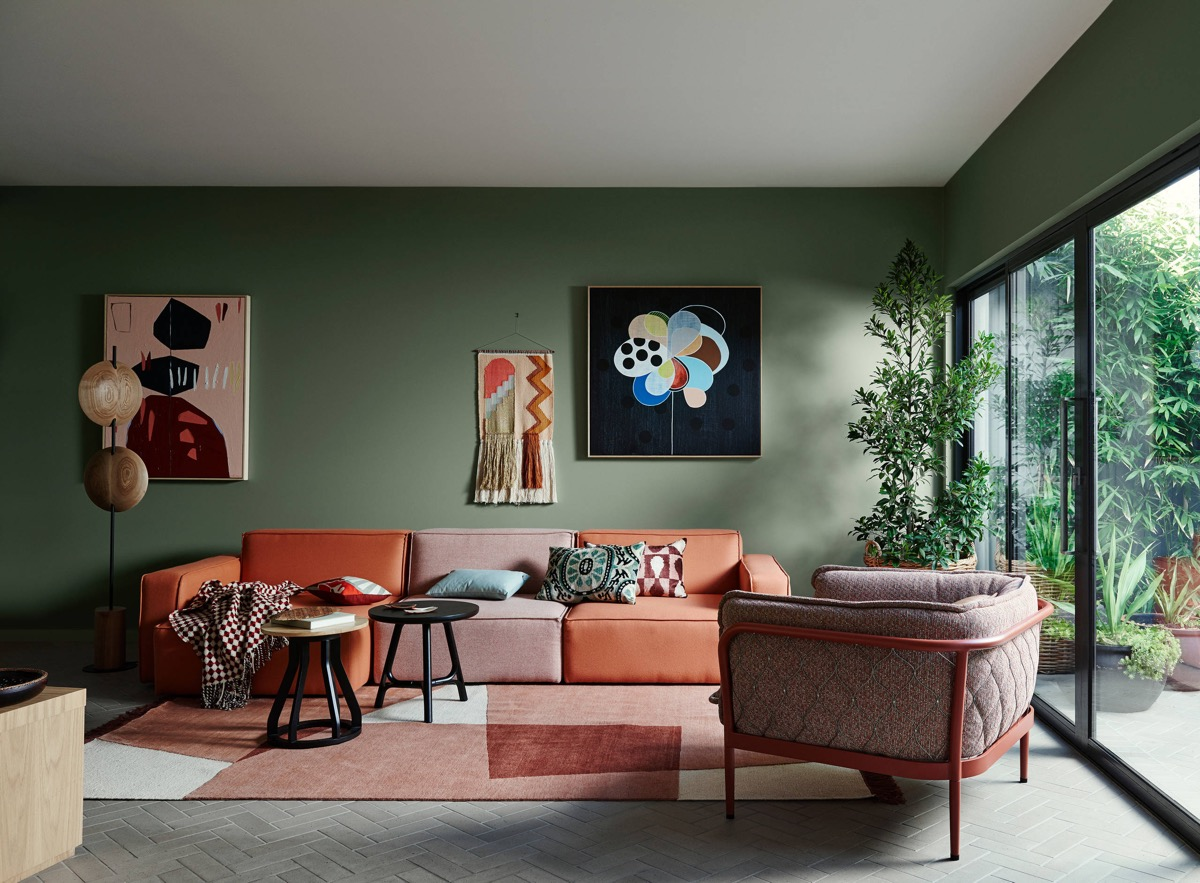 4 Gorgeous Green Living Rooms And Tips For Accessorizing Them
