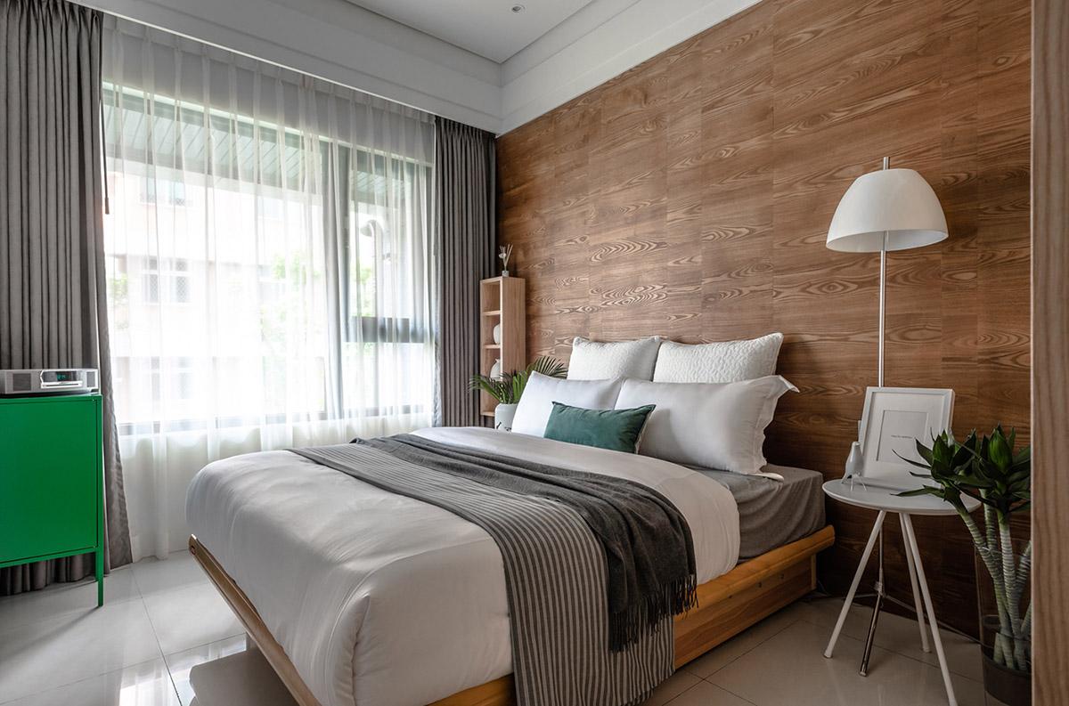 Các ý tưởng về thiết kế nội thất - Modern bedroom with wooden accents