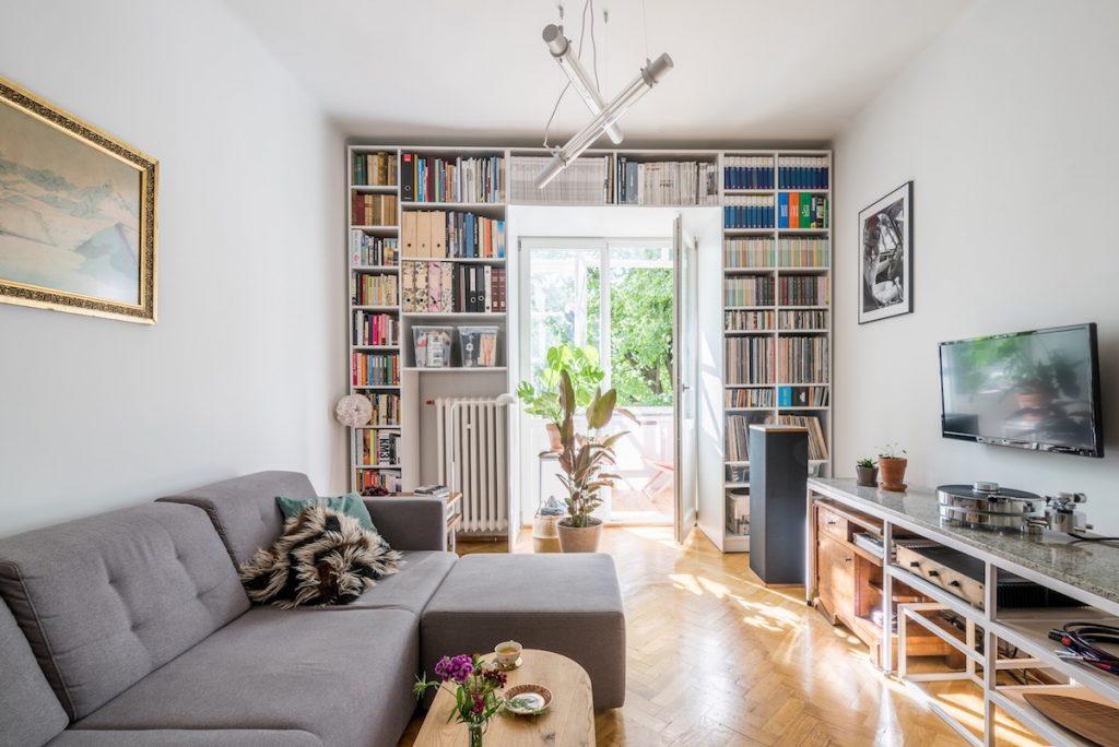 White decor with art deco furniture - Art deco decorating ideas ...