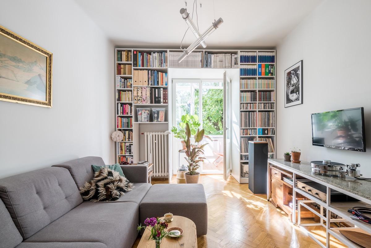 White Decor With Art Deco Furniture