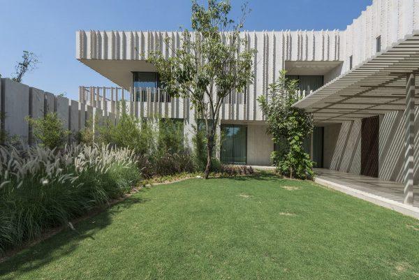 Cross Shaped Modern Home In Peaceful Landscaped Gardens Obsigen