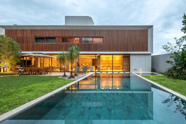 Luxury House With Green Spaces, Designed To Host House Guests