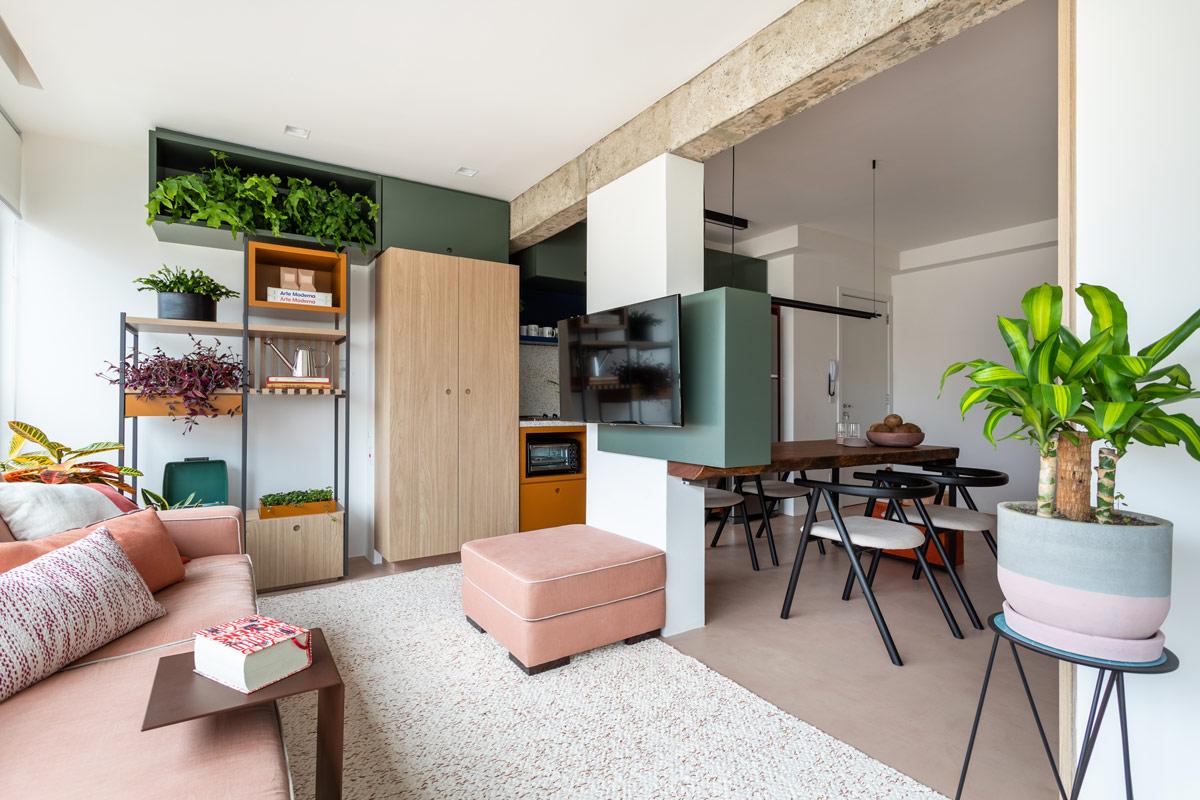 Eine Brasilianische Menge-Collector ' s Haus Mit Einem Luxuriösen Glas-Poolbillard