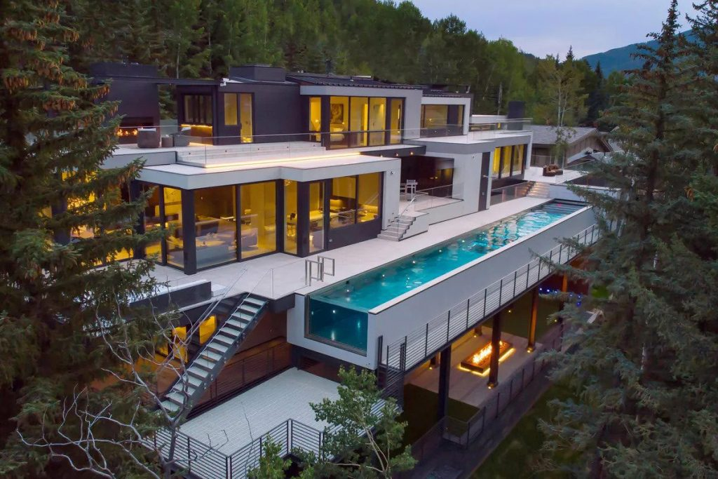 Spectacular Mountainside Home With Heated Lap Pool [Video]