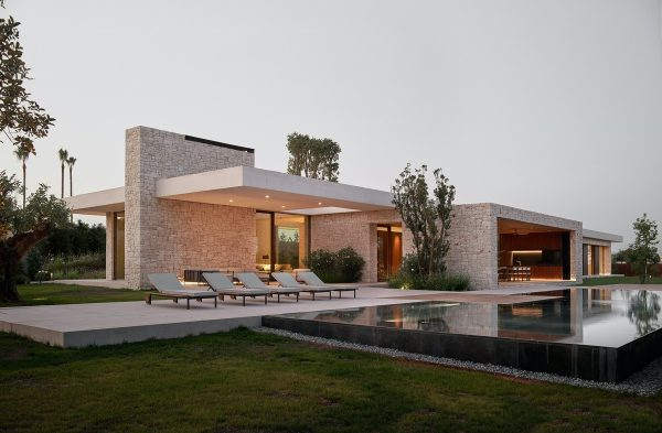 Beautiful Modern Spanish House With Courtyards And Pool [Video]