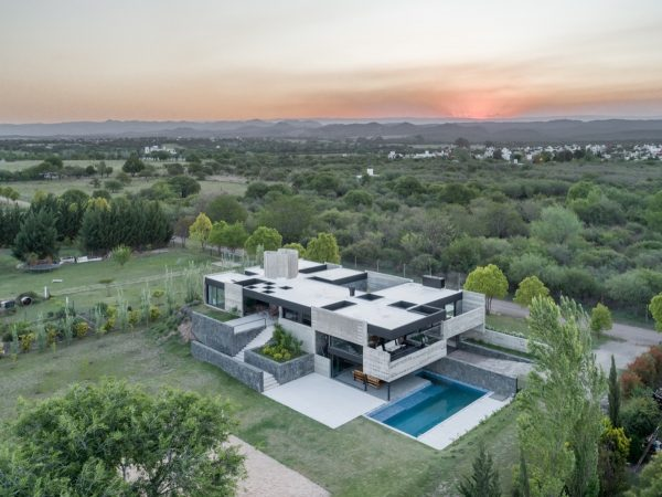 A Monolithic Argentinian House Set In Stone And Concrete [Video]